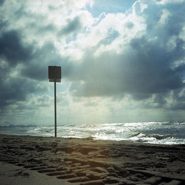 autre atmosphère de signalisation sur la plage de ter heijde