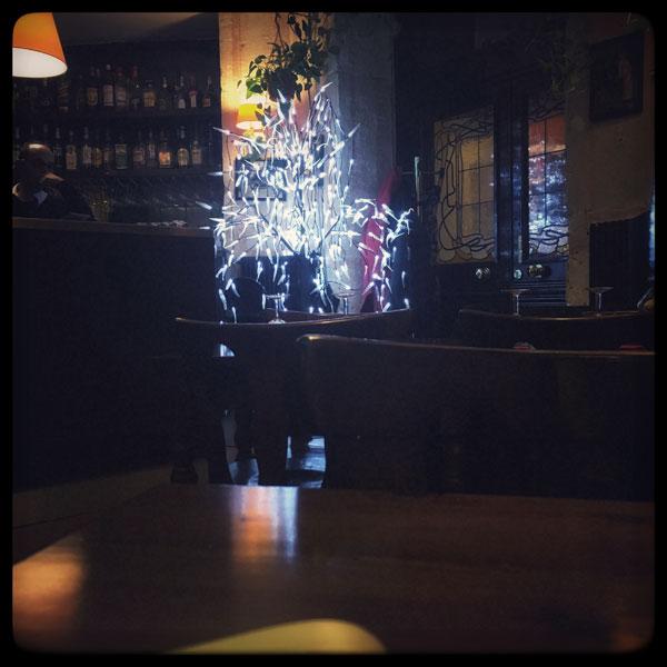 sapin de lumières dans une pizzeria